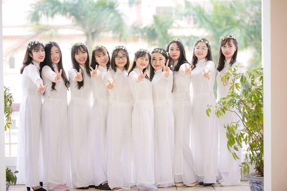 Trần Thị Lam và bạn bè.