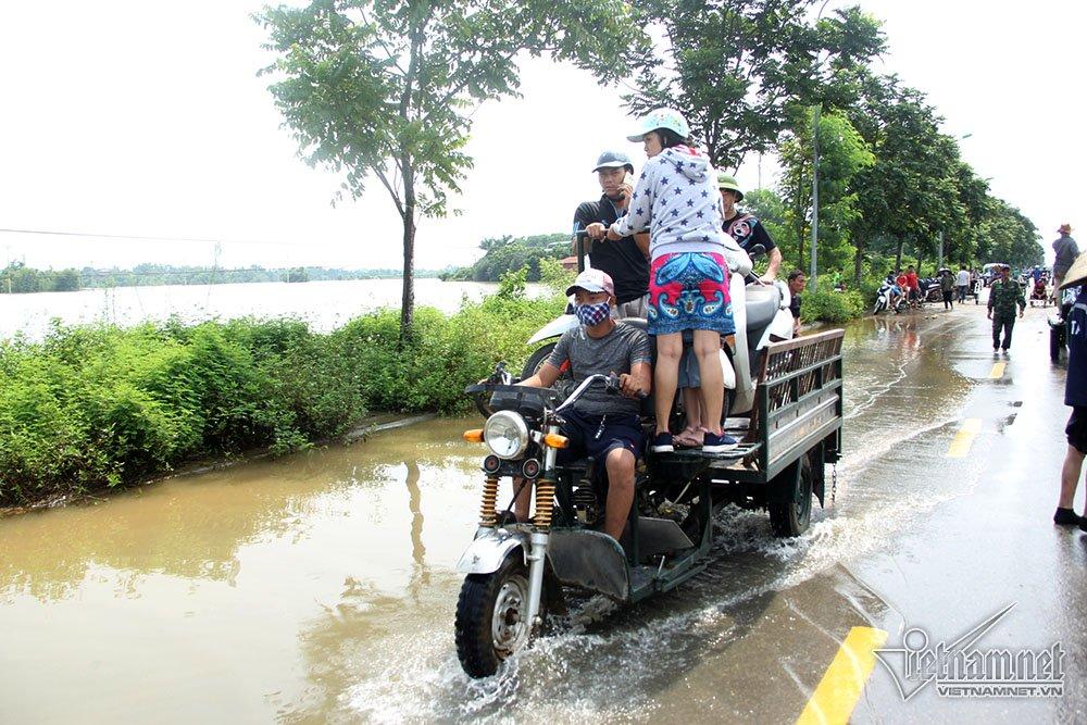 Xe ba gác chở được nhiều xe và người hơn