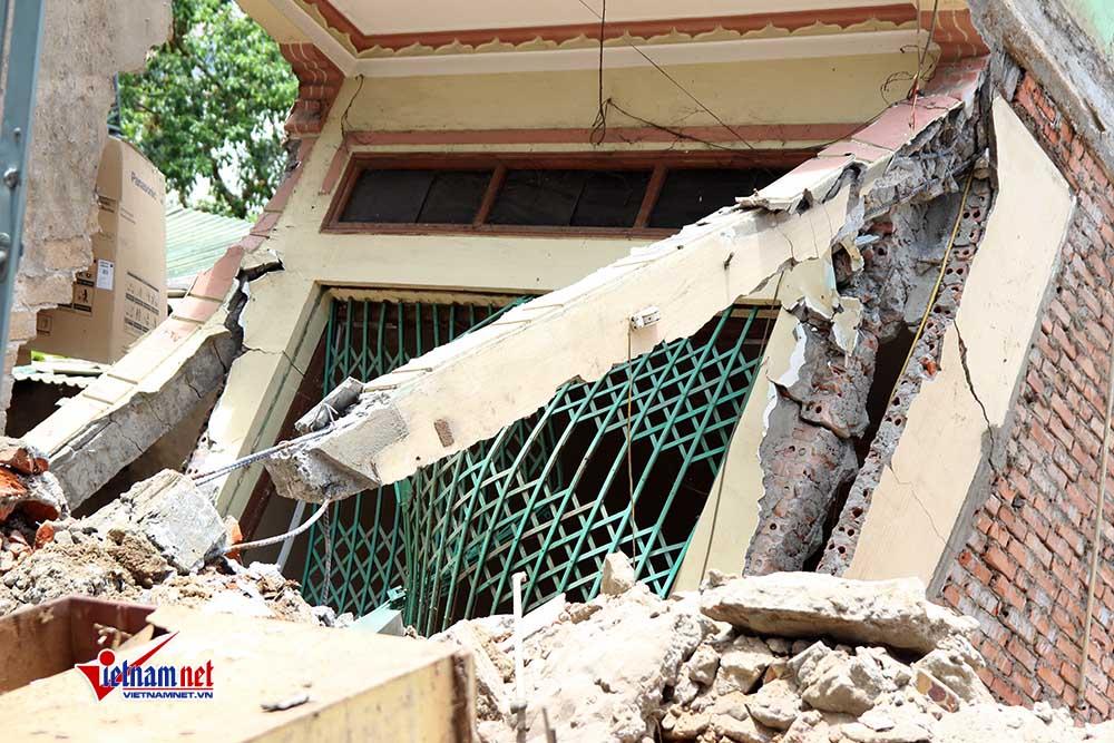 Một căn nhà 4 tầng đổ sập