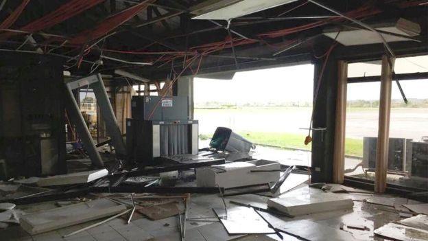 Gần như mọi căn nhà ở Tuguegarao chỉ còn là đống đổ nát. Ảnh: Reuters