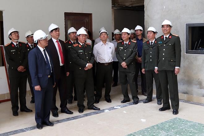 Thượng tướng Bùi Văn Nam, Ủy viên TW Đảng, Thứ trưởng Bộ Công an kiểm tra tiến độ xây dựng trụ sở mới của Công an tỉnh Sơn La.