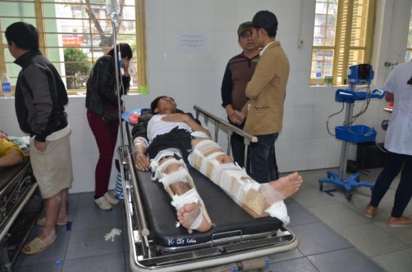 Lái xe đón dâu gặp nạn ở Hà Nam, ông Lương Thành Uy bị gãy hai chân, dập thận đã được chuyển lên Bệnh viện Việt Đức điều trị