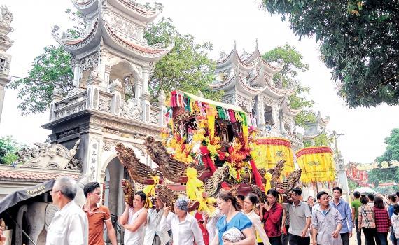 Lễ rước kiệu đền Tiên La (Hưng Hà). Ảnh: Thành Tâm