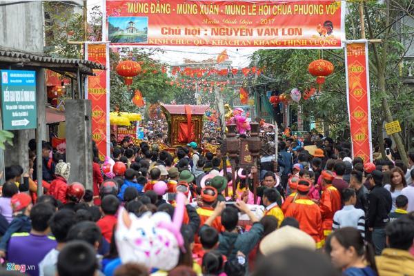 Lễ hội chùa Phượng Vũ (hay còn gọi là chùa Múa) khai mạc ngày 5/2 (mùng 9 tháng Giêng âm lịch) với sự tham dự của hàng nghìn du khách thập phương.