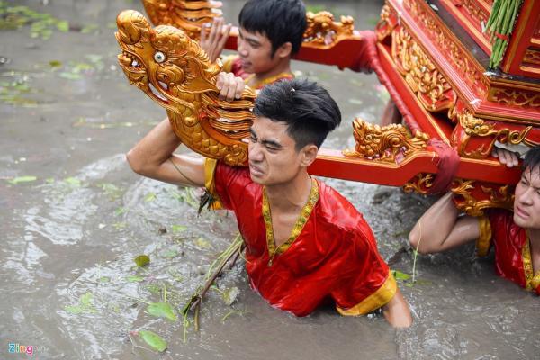 Mỗi buổi rước thường kết thúc đúng giờ chính Ngọ (12h trưa). Tuy nhiên cũng có những năm nghi lễ kéo dài đến 15h chiều.