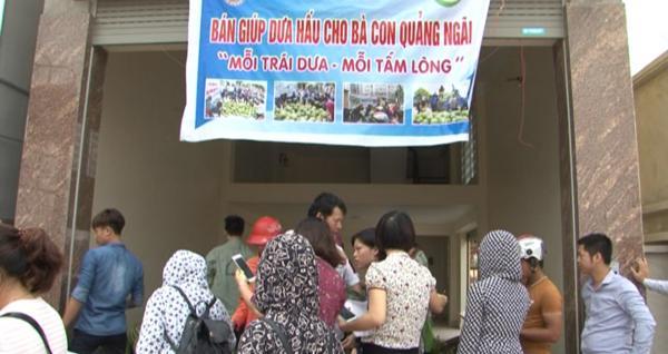 Nhiều người dân Thái Bình đã chung tay mua dưa