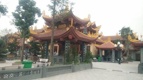 Quần thể chùa Phúc An với nhiều dãy nhà lớn đứng lừng lững