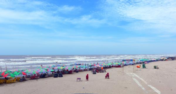 Vào những ngày hè nóng bức, Cồn Vành trở thành địa điểm giải nhiệt lý tưởng của người dân Thái Bình và du khách.