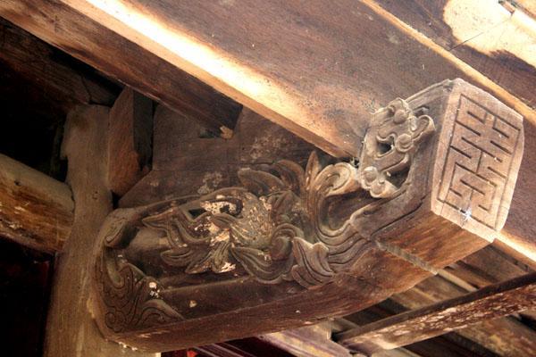 Gỗ làm nhà chính điện chùa Phúc Minh còn được lưu giữ từ thời Lê