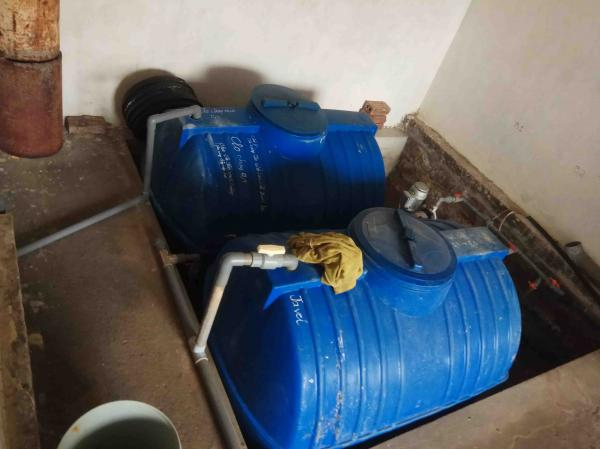 Hệ thống xử lý nước đã cũ, có hiện tượng sét rỉ