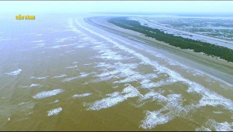 Cồn Vành có bãi biển trải dài khoảng 6 km