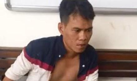 Một trong hai nghi phạm bị bắt.
