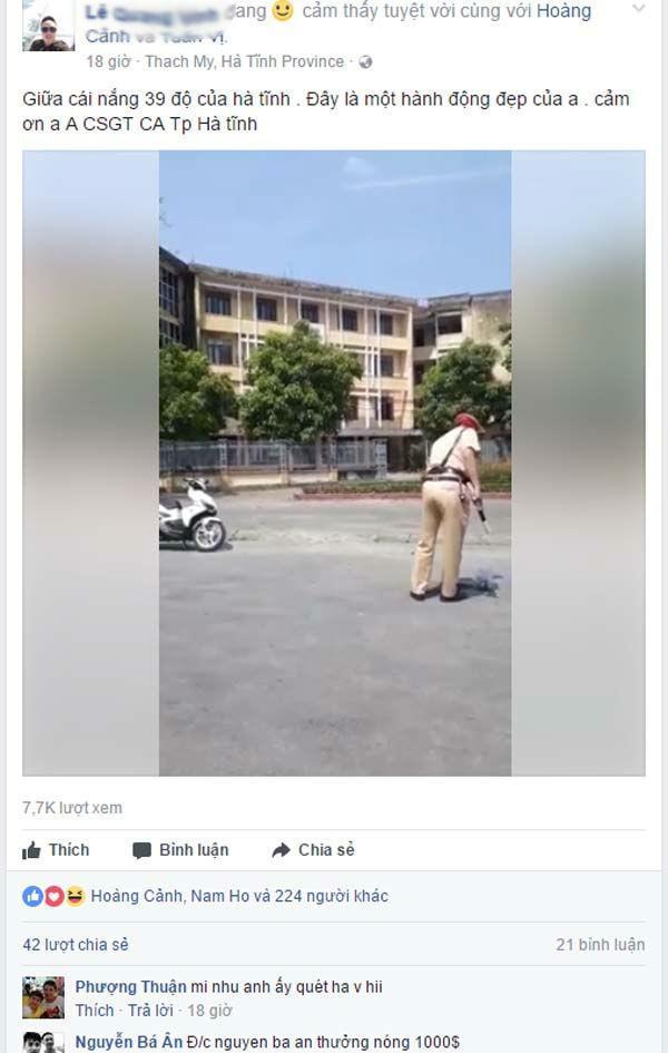 Một chiến sĩ cảnh sát đang quét đinh giữa thời tiết nắng nóng. Ảnh Facebook.