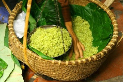 Làng Thanh Hương, xã Đồng Thanh có loại cốm nổi tiếng khắp xa gần.