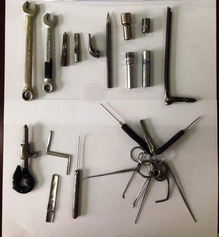 Dụng cụ nhóm Trung sử dụng phá các loại khóa để đột nhập vào bên trong nhà dân trộm cắp xe máy