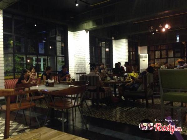 Không gian bên trong quán Times Square Coffee (Nguồn: Foody.vn)