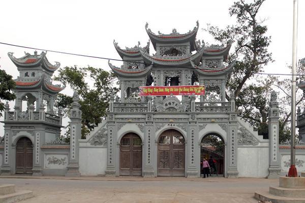Quang cảnh bên ngoài đền Tiên La. (Ảnh: vietnam tourism)