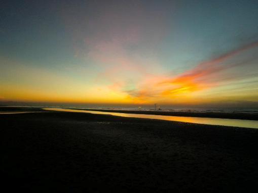 Bình minh trên bãi biển Cồn Vành. (Ảnh: theo Infonet)