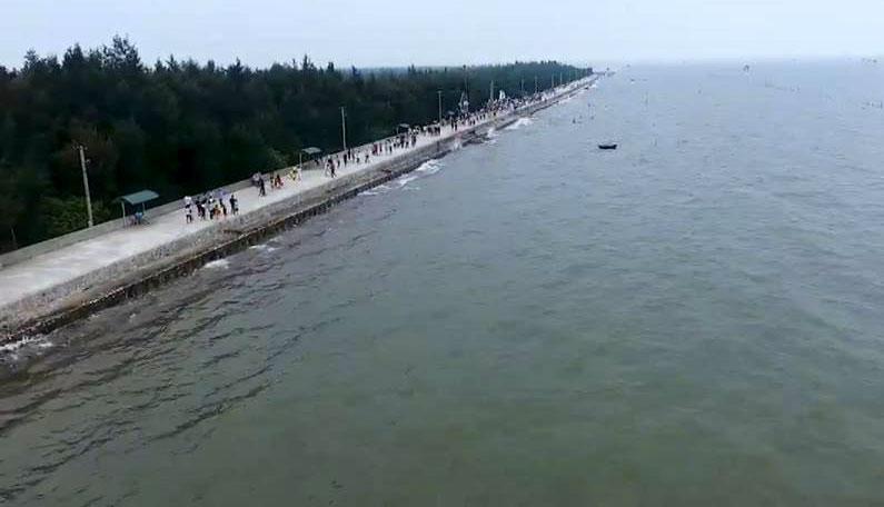 Bãi biển Cồn Đen.