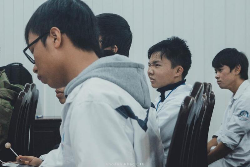 Kì thi phân ban khiến không ít teen THPT chuyên Thái Bình phải nhăn nhó. (Ảnh: FB Khoảnh khắc CTB)