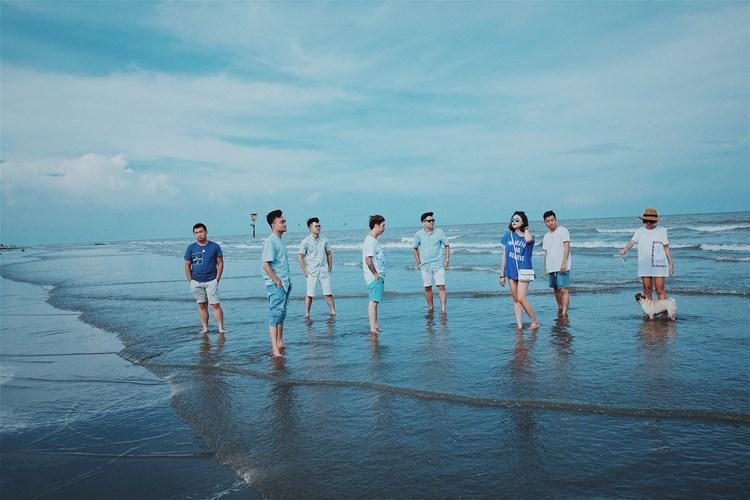 Bãi biển Cồn Vành là điểm đến không thể nào thiếu trong lịch trình nếu bạn đến Thái Bình. Bãi tắm cát mịn màng, nước cực trong và sạch. Ảnh: Lê Việt Hùng.