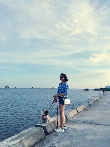 Một buổi chiều nhẹ nhàng ở bãi biển Đồng Châu thơ mộng. Ảnh: Phương Ngân Trịnh.