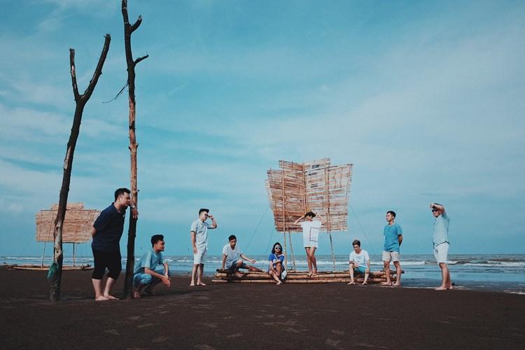 Thái Bình gắn với ba bãi biển tuyệt đẹp Đồng Châu, Cồn Vành, Cồn đen. Chỉ cần bạn lập đủ team thì lên đường khám phá đi còn chờ gì nữa. Ảnh: Hồ Trung.