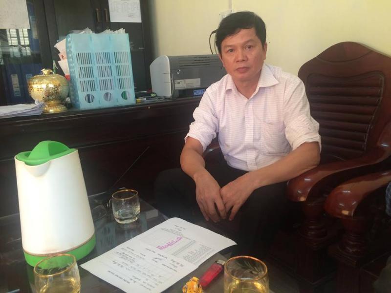 Ông Trần Văn Toàn - hiệu trưởng nhà trường trao đổi với PV