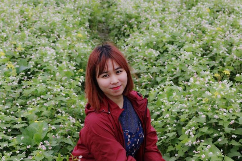 Hải Yến cũng đã nhanh chóng check-in vườn hoa tam giác mạch độc nhất vô nhị tại Thái Bình. (Ảnh: Hải Yến)