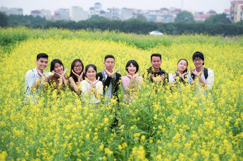 Khoảnh khắc vui vẻ bên bạn bè.
