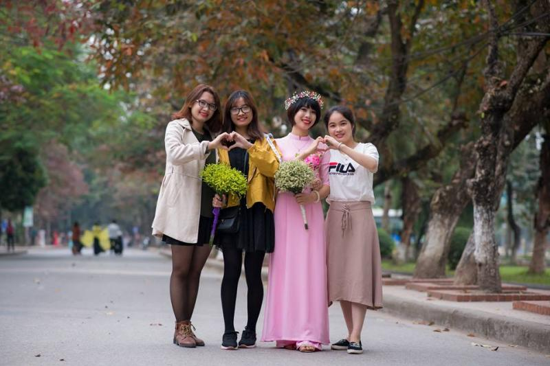 Được chụp ảnh cùng bạn bè Huế thấy hạnh phúc vô cùng.