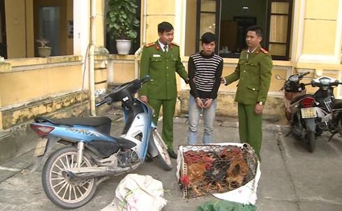 Đối tượng Thành bị công an bắt giữ.