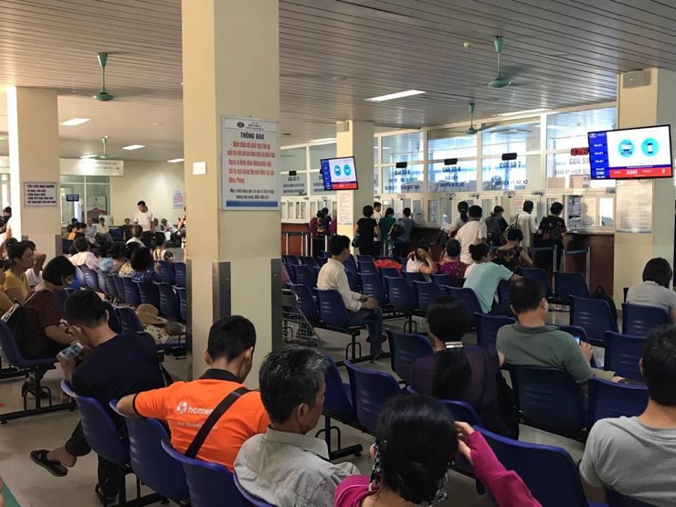 Bệnh nhân chờ khám tại Bệnh viện K cơ sở Tân Triều - ảnh chụp chiều ngày 12/7