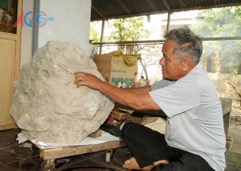 Hòn đá có mùi thơm ở An Giang.