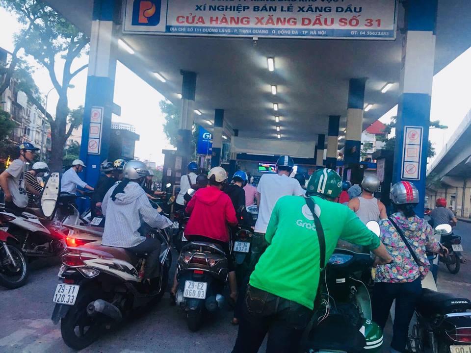 Hôm nay, giá xăng sẽ được điều chỉnh và nhiều khả năng xăng tiếp tục tăng giá bán. Ảnh Hoàng Lê.