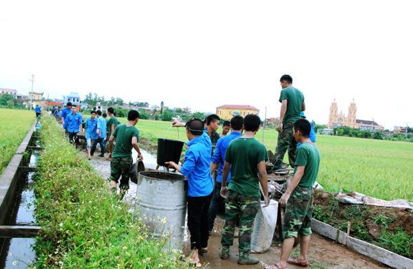Đoàn Thanh niên huyện Tiền Hải tham gia XDNTM.