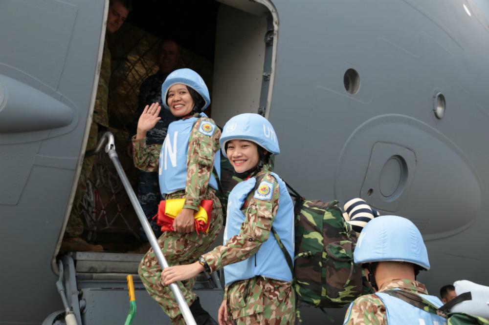 Thiếu tá Bùi Thị Xoa - một trong 10 nữ chiến sĩ của Bệnh viện dã chiến mang theo lá cờ Tổ quốc sang Nam Sudan. Ảnh Hoàng Long