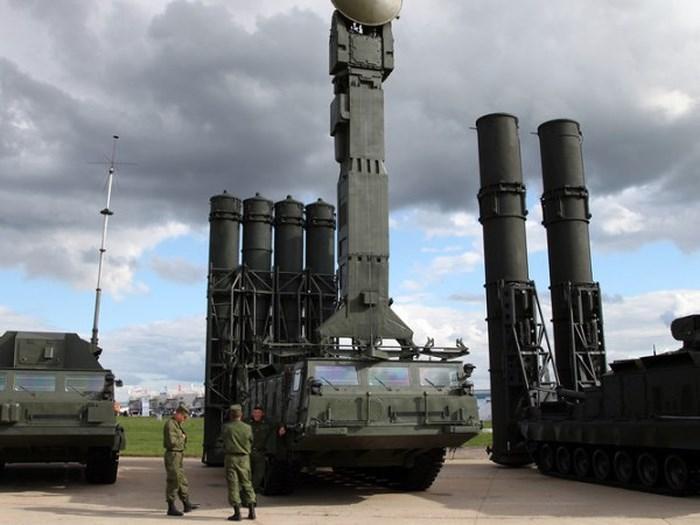 Hệ thống phòng thủ tên lửa S-300 của Nga