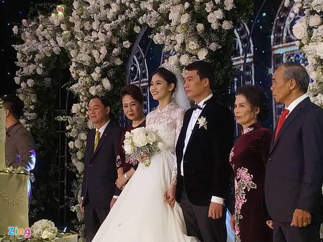 Tiệc cưới của Á hậu Thanh Tú trùng thời điểm với trận Philippines - Việt Nam. Ảnh: Mi Ly.