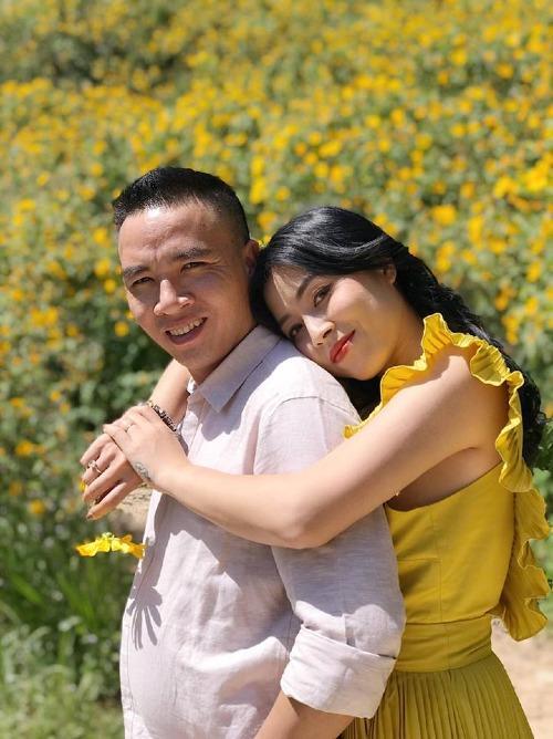 Cặp đôi thường xuyên đăng tải ảnh hạnh phúc lên mạng xã hội.