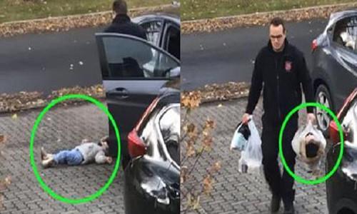 Người bố xách con gái trên tay đi vào nhà. Ảnh cắt từ clip