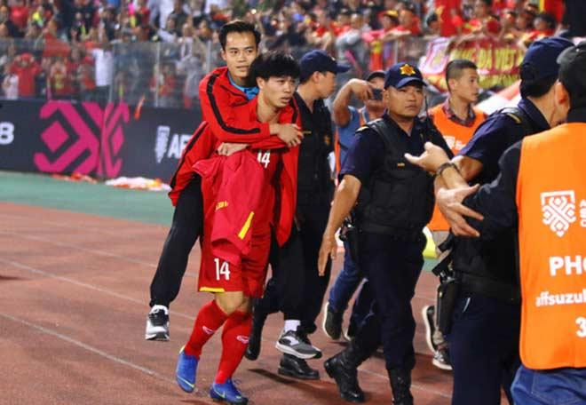 Văn Toàn bị chấn thương sụn chêm do va chạm với đồng đội.