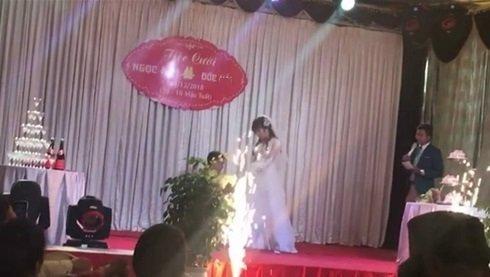 Đám cưới cũng được tổ chức rình rang, linh đình