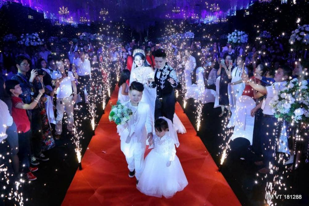 Đám cưới 4 tỷ của Thúy Trà - Tuấn Anh gây rúng động Thái Nguyên cách đây vài ngày.