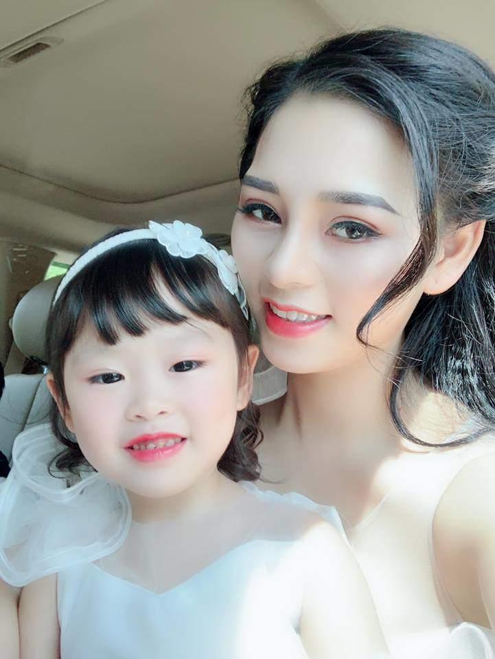 Thúy Trà mang bầu con đầu lòng khi còn rất trẻ, dù người yêu khi đó không dám đối diện nhưng cô vẫn quyết giữ con.