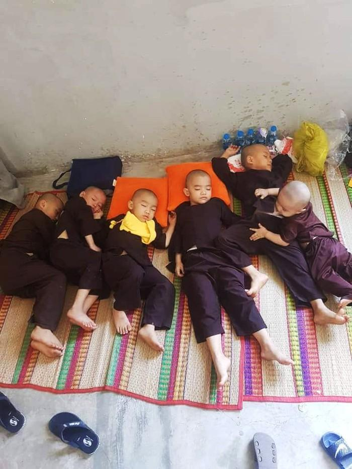 Những chú tiểu ở Tịnh thất Bồng Lai đều là trẻ mồ côi, cơ nhỡ. Ảnh: Internet