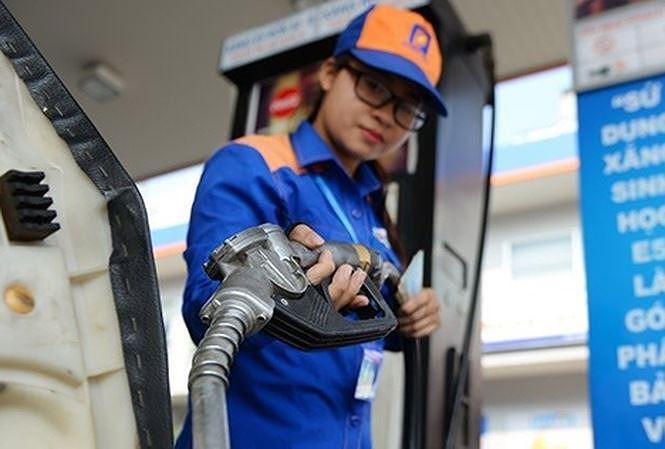 Giá bán lẻ xăng E5RON92 từ 15h hôm nay tối đa chỉ còn 17.181 đồng/lít