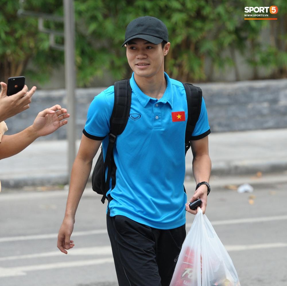 Văn Toàn đã hồi phục chấn thương. Anh cùng toàn đội sang Kuala Lumpur chuẩn bị cho trận chung kết AFF Cup 2018.