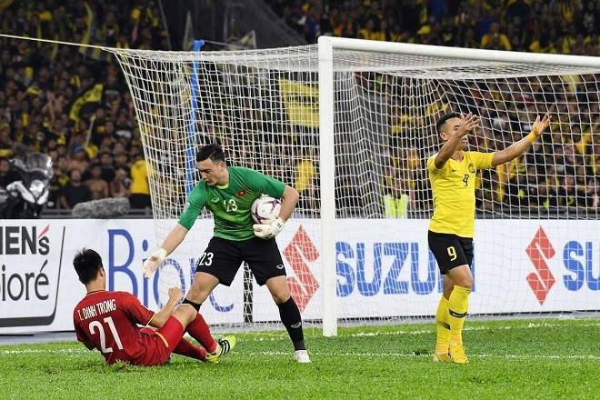 Đặng Văn Lâm cho thấy một vài khiếm khuyết ở trận chung kết lượt đi.