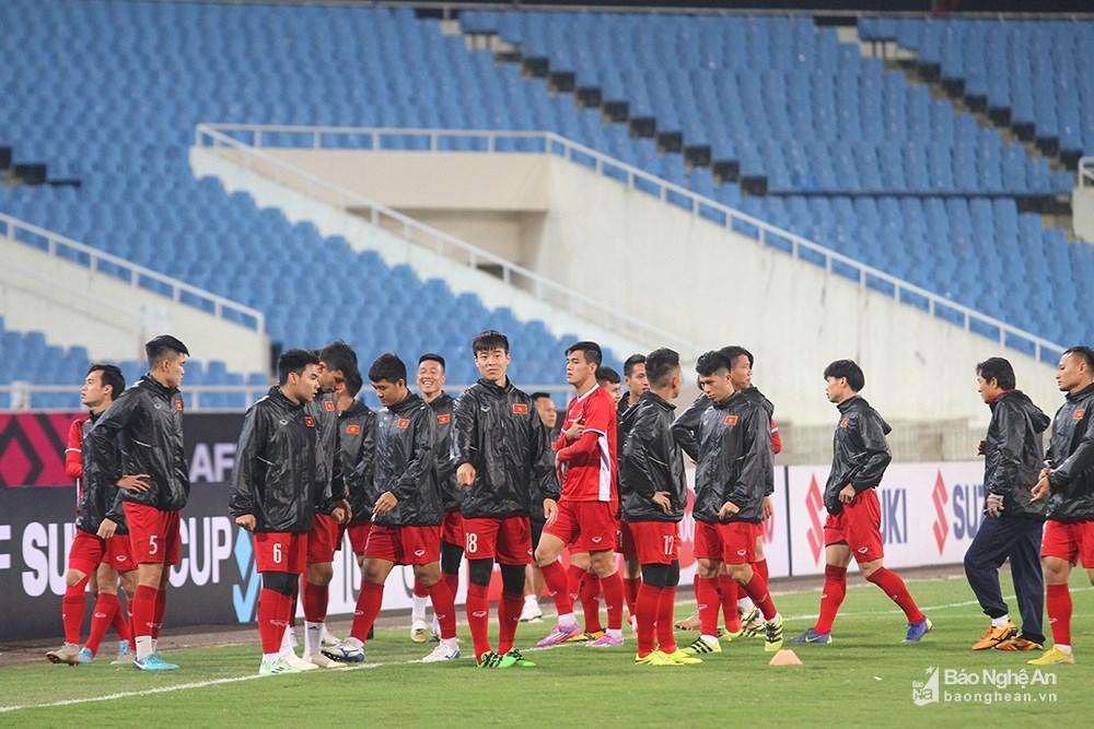 Với lợi thế 2 bàn trên sân khách, các tuyển thủ không gặp nhiều áp lực hay bị căng cứng và bước vào tập luyện với tâm trạng rất thoải mái. Ảnh: Trung Kiên